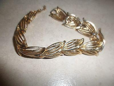 (Vintage patterened goldtone MONET Cut Out Leaf Pattern Bracelet (7 3/4