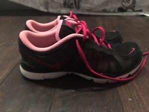 Nike TR2 noir et rose