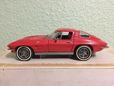 Franklin Mint 1963 Corvette Stingray Diecast Model 1:24 Scale RED Original Box