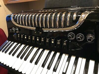 Petosa Accordion AM1100 in Excellent condition (Double tone chamber)