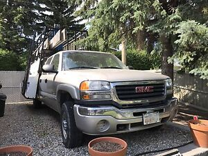 Glass truck 2005 GMC 4x4 Quad Cab, 2500HD