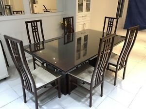 Beautiful modern dining room set with 6 chairs.