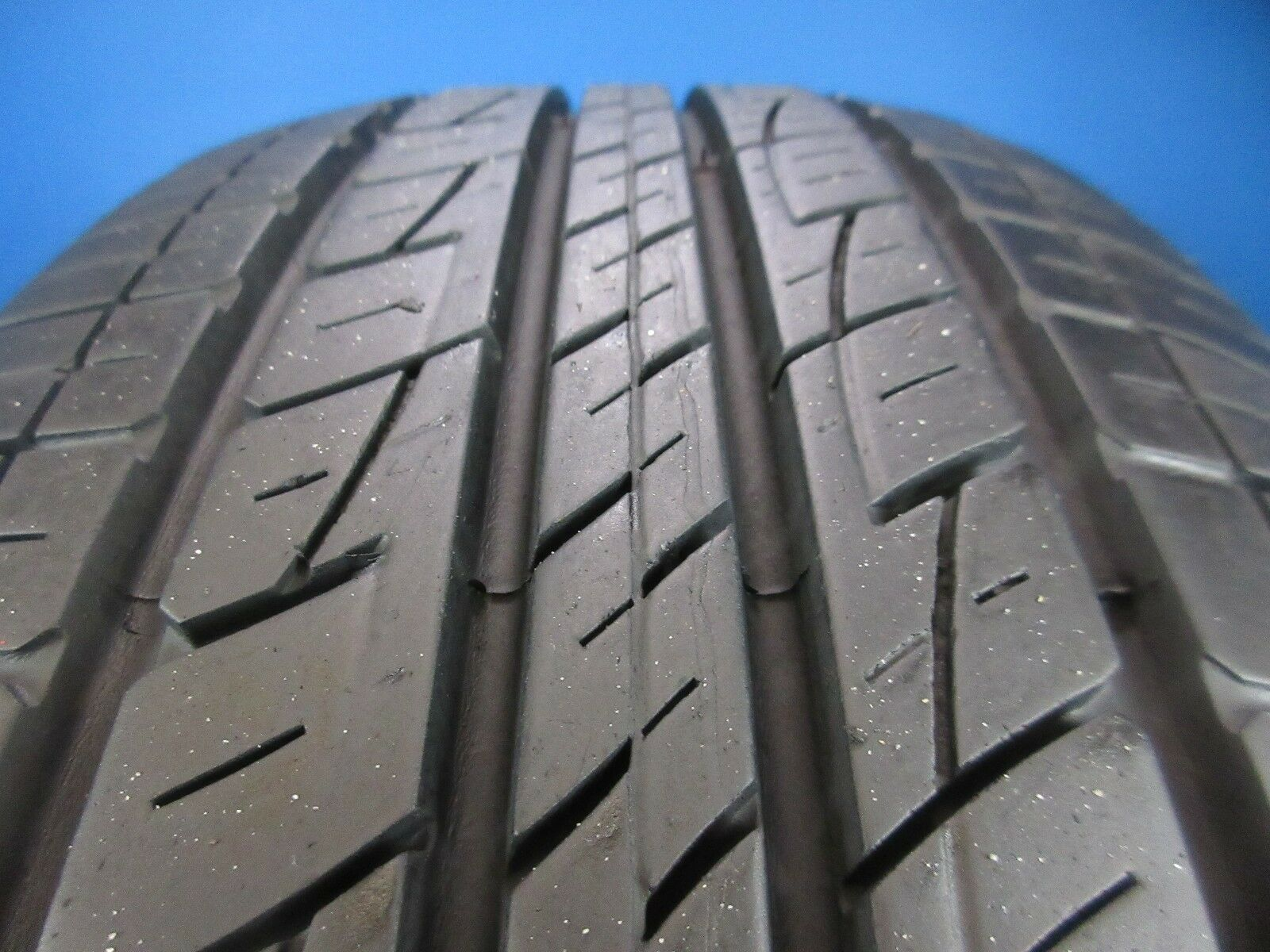 One Used Kumho Solus KL21  235 65 17  8-9/32 High Tread No Patch  C1558