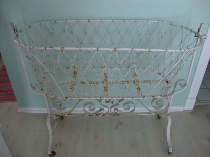 Vintage Metal Baby Bed/Crib