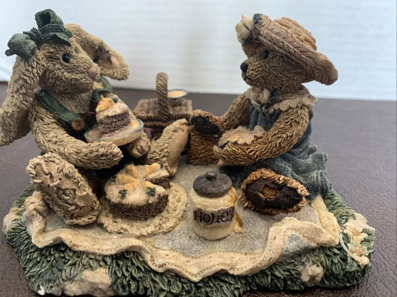 BOYDS BEARS & FRIENDS, BUNNY & BEAR PICNICING TOGETHER, STYLE 2018, 1993 3rd E