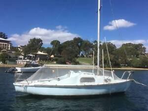 Endeavour 24 Yacht