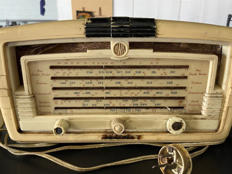 AWA RADIOLA 5 AM RADIO CIRCA 1950