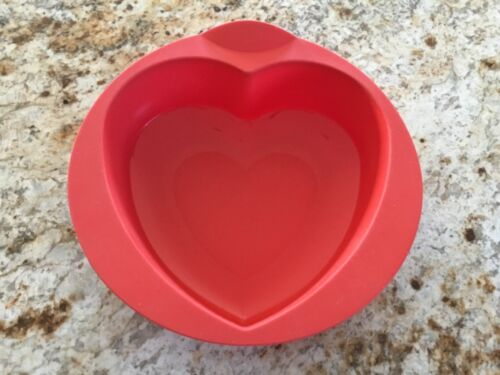 Tupperware Silicone Baking Pan Form Mold Heart RED