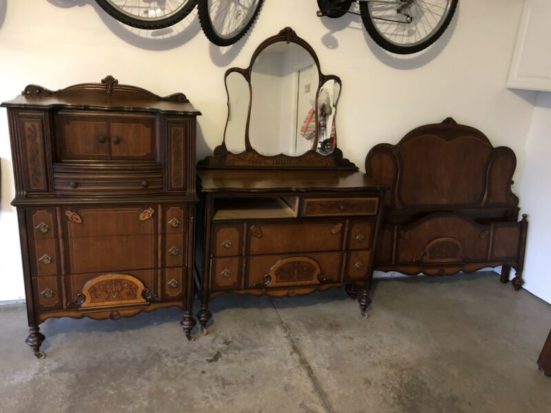 Matching Early 1900's Antique Matching Bedroom Set