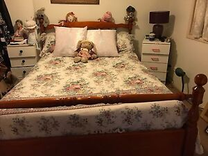 Queen bed and frame $70 Highland Park Gold Coast City Preview