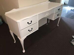Queen Anne Dresser / Desk ( No Mirror ) Ellenbrook Swan Area Preview
