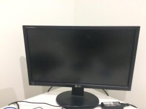 24 inches LG computer screen