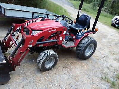 2016 Mahindra Loaderbackhoe Tractor Only 130hrs