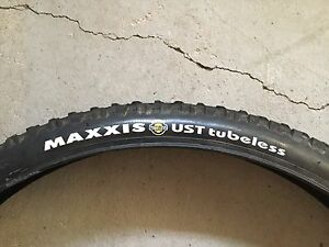 Maxxis High Roller Mountain Bike Tire (26x2.1 inch)