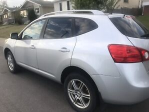 Silver Nissan Rogue 08 -118 000 kms