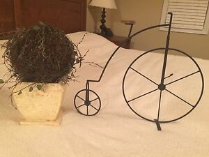 Iron bike and topiary decor