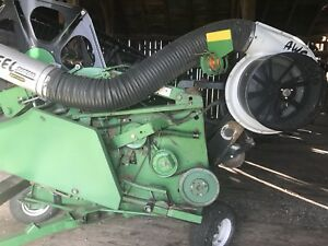 John Deere 925 grain head with wagon