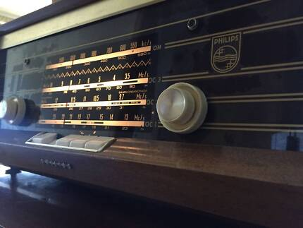 Philips B4X47A AM SW Valve Radio Made in Holland