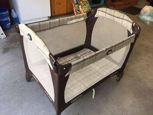 Graco travel crib
