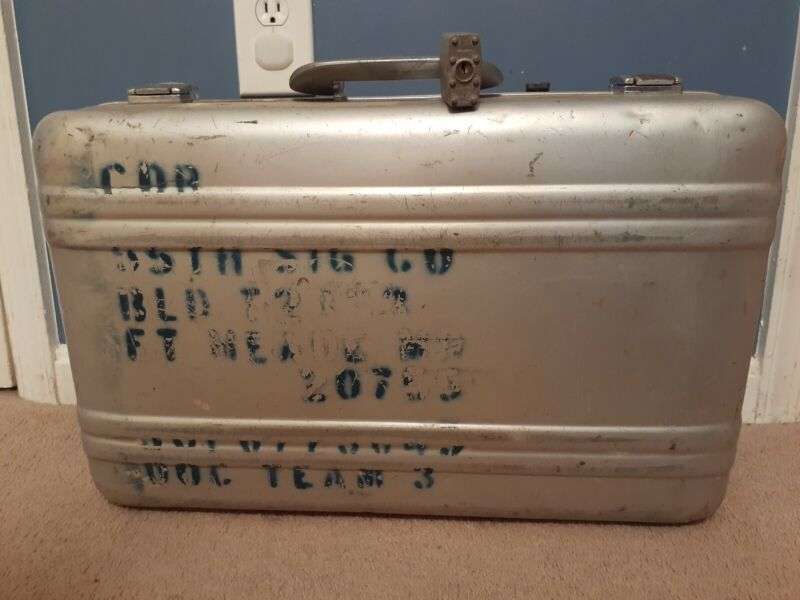 Vtg US Military Issue Aluminum Briefcase Suitcase Approved For Overseas Flight