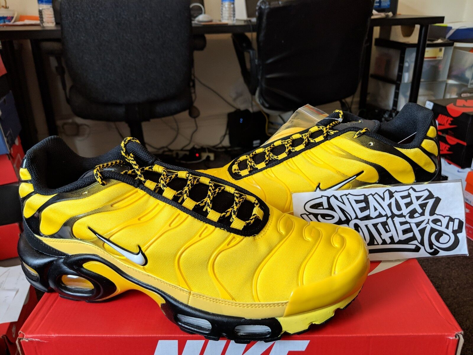 bf988f94b39a78 Спортивная обувь для мужчины Nike Air Max Plus TN Tuned Frequency Pack Tour  Yellow Black White Men AV7940-70 - 323446427332 - купить на eBay.com (США)  с ...