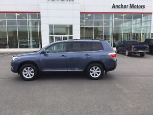 2013 Toyota Highlander V6 AUTO; AIR; ALLOYS; BLUETOOTH; REAR...