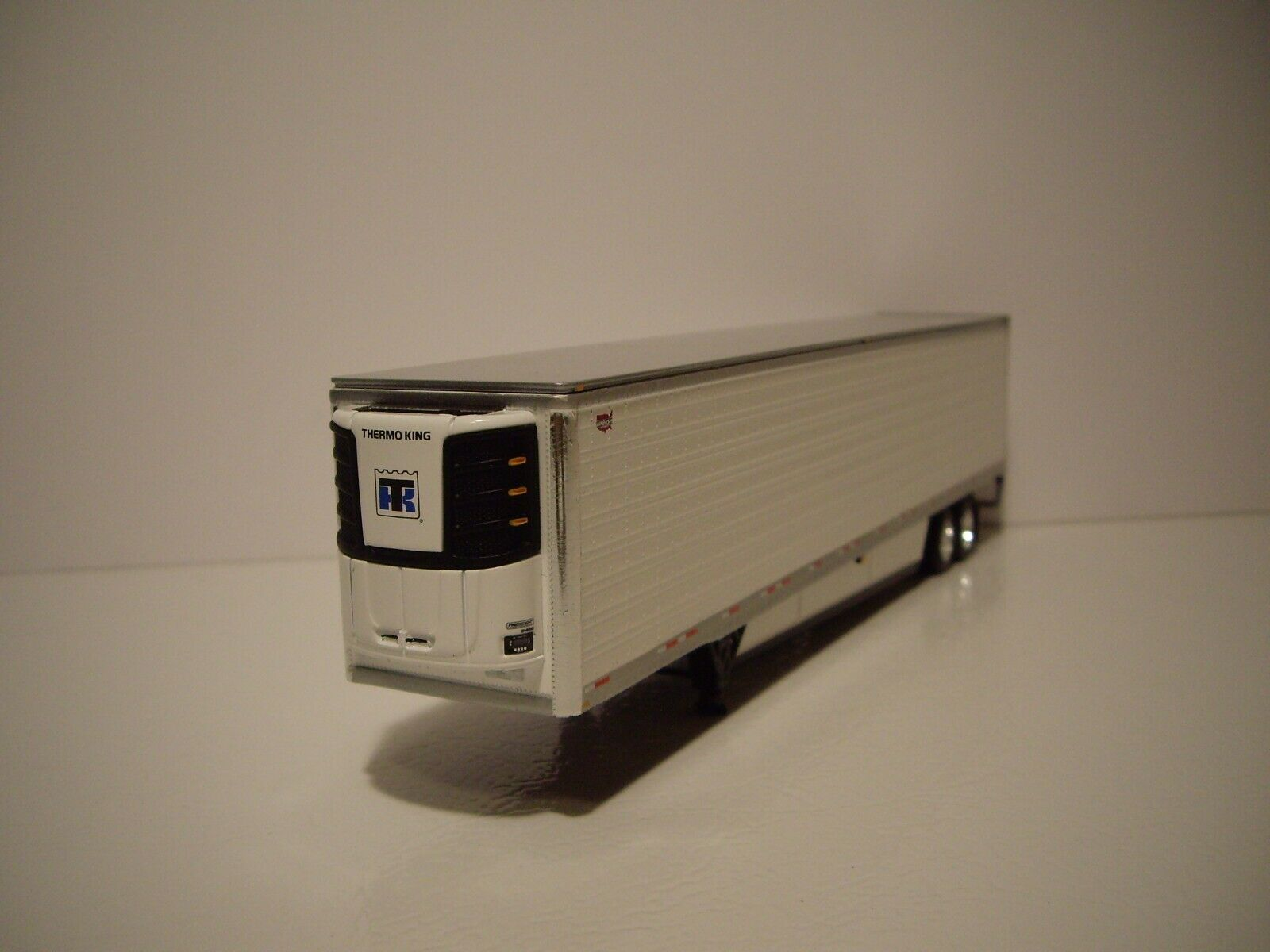 DCP FIRST GEAR 1/64 53' WABASH WHITE ARCTICLITE TANDEM AXLE REEFER VAN