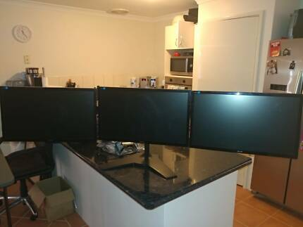 "Triple monitor stand + 3 x ASUS 24"" monitors"
