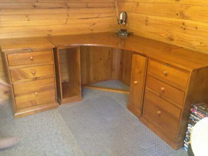 Corner Desk ( 3 piece)