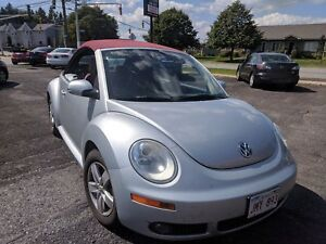 2009 Volkswagen New Beetle Convertible with leather Silver-Red E