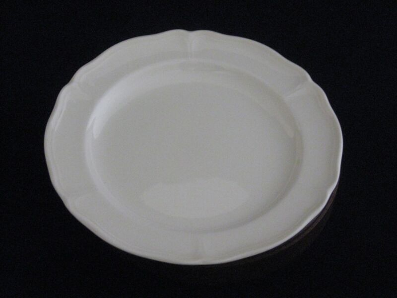 "Wedgwood ""Queens Shape"" Ivory Porcelain Bread & Butter Plate Made in England"