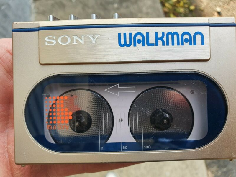 Sony WM 10 Walkman Cassette Working great condition