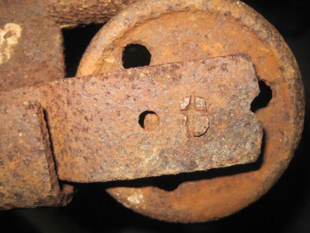 ANTIQUE CAST IRON BARN DOOR ROLLER / WHEEL + BRACKET 2 3/4 INS