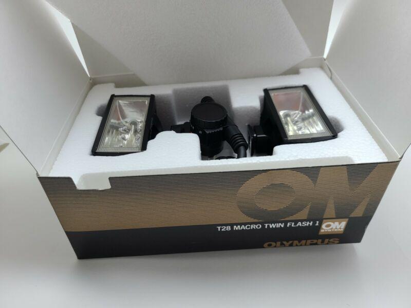 Olympus T28 Macro Twin Shoe Mount Flash Strobe **EXCELLENT** Condition