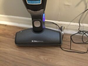Electrolux 2 in 1 cordless stick/hand vac