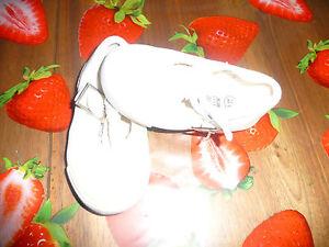 """Chaussures en 21 - France - État : Occasion : Objet ayant été porté. Consulter la description du vendeur pour avoir plus de détails sur les éventuelles imperfections. Commentaires du vendeur : """"Voir l'annonce"""" - France"""