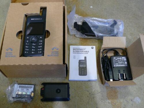 Motorola MOTOTRBO SL7550 UHF R1 403-470Mhz 2 Watt Digital DMR AAH81QCN9NA2AN