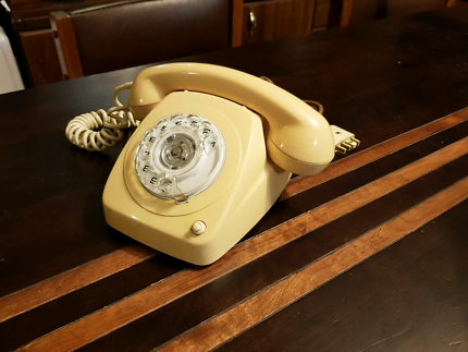 Vintage 8021 rotary dial Telecom phone with transfer button