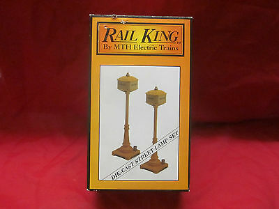 M.T.H. METAL LAMP POST SET NEW YELLOW MT-1028 ( LOOK ) WORKS W/LIONEL