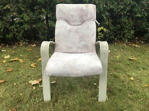 4 White Outdoor Chairs