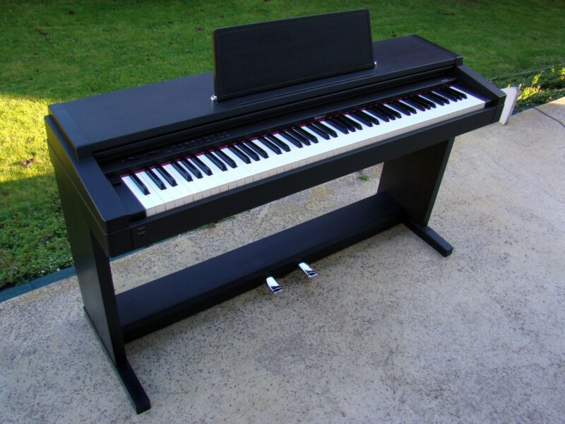 hp 1700 L Roland digital piano weighted keys | Pianos ...