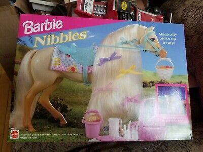 1995 Barbie Nibbles Horse Playset Mattel 14879 Incl Picnic Set, Basket & Hay