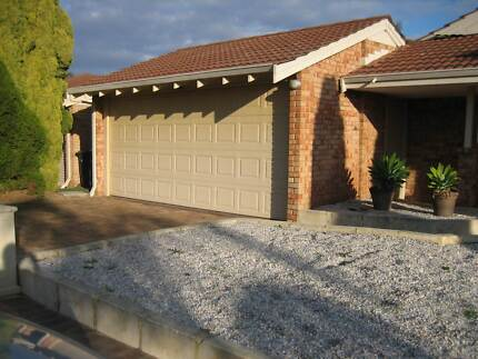 •<<< seeking lady to share 4x2 hse with s/pool + parking + share Kingsley Joondalup Area Preview