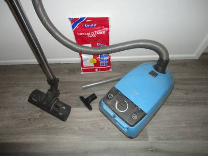 MIELE 1800W VACUUM CLEANER & NEW BAGS