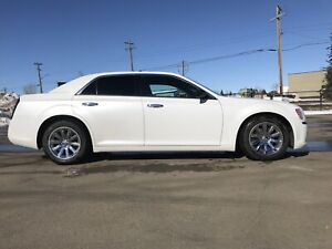2012 Chrysler 300c Hemi / fully loaded
