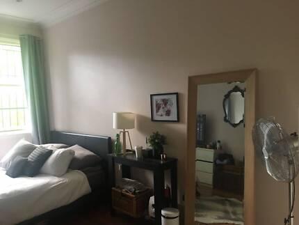 Large room in Enmore Newtown