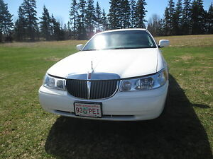 2000 Lincoln Town Car [Mint]