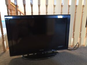 Excellent condition Toshiba 32C120U 32-Inch 720p 60Hz LCD HDTV