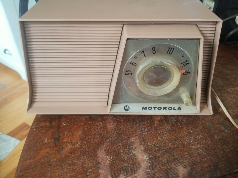 Vintage Motorola Model A10N 62 AM Radio Working Eames Style Great Retro Look