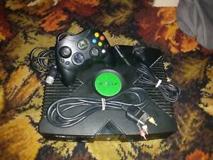 150GB MODDED ORIGINAL XBOX WITH CONTROLLER AND CABLES